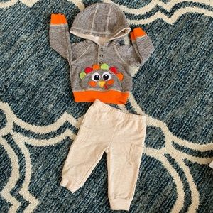 🎉 SOLD 🎉Baby essentials Thanksgiving outfit 6 mo